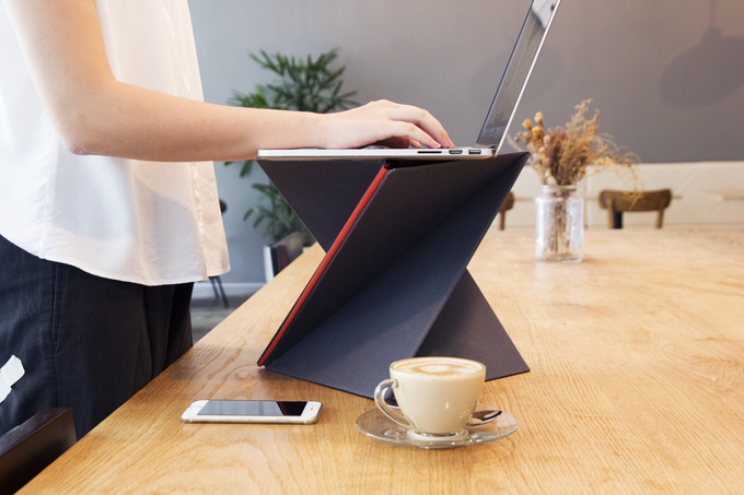Levit8 innovative standing desk